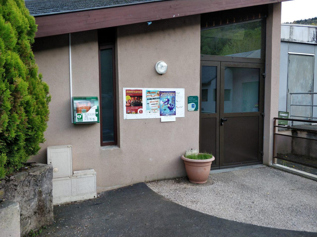 DAE défibrilateur automatique Salle des Fêtes de Villecomtal